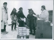 In November 1944, the Germans carried out forced evacuation of the civilian population in the inner Finnmark and burned their homes. A large number of people managed to escape the mountain, where they encounter the greatest difficulties.