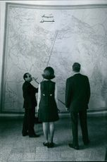 1969  Juan Carlos at the Princess Sophia, brief on the world map by the man in-charge.