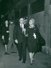 Michele Morgan walking with a man