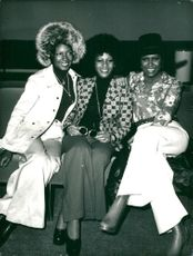 The Supremes at Los Angeles Airport for departure to London
