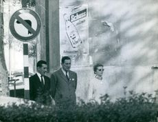 Juan Perón conversing with a friend while accompanied by his wife Isabel Martínez de Perón.