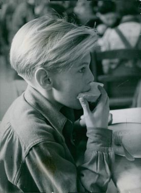 The boy with bread and hope. 1946