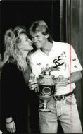 Stefan Edberg with victory hall in hand congratulations with a kiss of girlfriend Annette Olsen after the win in Wimbledon 1988