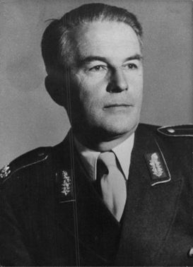 Major General Burkhart Muller-Hillebrand in a portrait.
