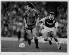 Billy Stark and Paul Kane are fighting for the ball during the FA Cup