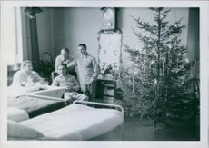 Soldiers in the hospital while smiling together in Sweden during World War I, 1940.