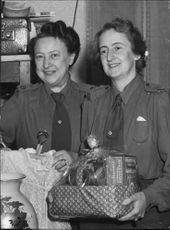 Red Cross sales assistants at the Christmas market in favor of its extensive relief operations - 20 November 1944