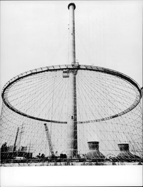 The world's first steel tower cooling tower, for a nuclear power plant in West Germany, under construction