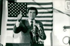 """Gary Hart shows """"Thumbs Up"""" after victory in New Hampshire"""