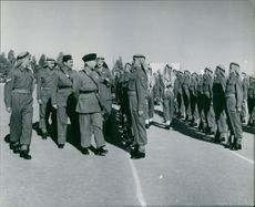 Officer examining his Jordanien soldiers.