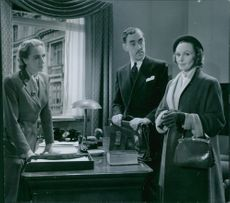 Birgitta Valberg, Holger Löwenadler & Inga Tidblad in the film Frånskild (Divorced) from 1951.