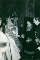 Albert II of Belgium and Queen Paola of Belgium meeting with churchmen.