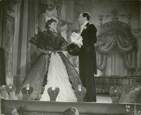 Zarah Leander and Willy Birgel performing in the Theater film, 1937.