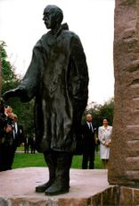 The Swedish royal couple visit the Raoul Wallenberg monument in Budapest.
