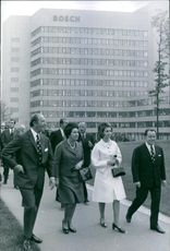 Juan Carlos moving ahead with other people while talking to them and smiling, 1972.