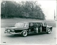 Mercedes-Benz 600 six door
