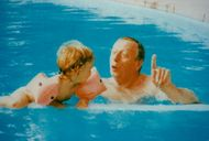 Yves Montand baths in the pool together with the son Valentin