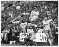 Dave Watson and Robert Rosario are fighting for the ball