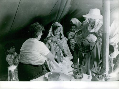a women is getting treatment by a nurse during the Algerian War. 1962.
