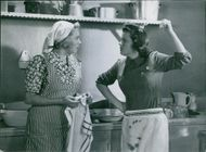 Sickan Carlsson and Marianne Löfgren in the scene of the 1941 movie,