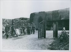 Soldiers guarding the gate during Tyskland war.