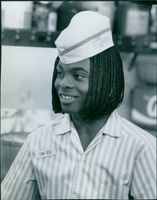 The ever guileless Kel Mitchell creates his won personal special sauce which helps bring the customers back to the Good Burger restaurant.