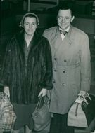 Jarl Hjalmarsson and wife Eywor with packing on arrival from New York