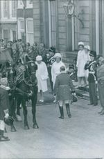 A photo of Queen Juliana and Princess Beatrix wearing white during the Queen Wilhelmina's funeral.