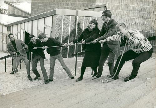 Dragkamp between S: t Jacobi Teacher's students from Vällingby and Hultsfred: Johan Thal, Göran Lind, Tomas Troëng, Ulrika Karlberg, Bo Eriksson and Åke Pettersson