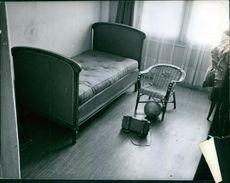 """An empty room with some furniture.   """"kidnapping crime""""  1963"""