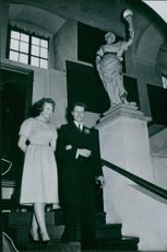 1959. Carl, Duke of Württemberg and Diane, Duchess of Württemberg, walking down the stairs. 1959.