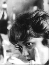 Side pose of Jeanne Moreau looking.