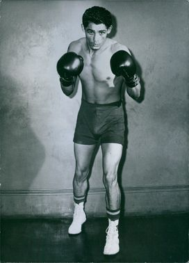 A photo of Puerto Rican boxer Dulio Nunez posing during training.
