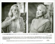 """Actress Meryl Streep in the movie """"Death Dresses Her"""""""