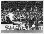 Gary Alblett and Gordon Strachan are fighting for the ball