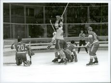 Sweden makes 1 - 1 against the Soviet in hockey during the Winter Olympics in 1968