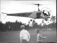 The helicopter ready to land at Årsta sport field