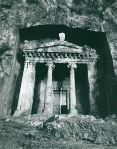 Göran Schildt photo depicting Amynta's royal tomb