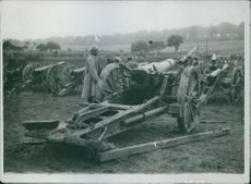 Soldiers standing with their cannons during WWI. 1935