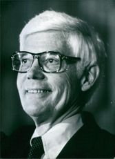 U.S. politician, John B. Anderson, announced that he was abandoning te race for the Republican Presidential nomination in order to run for the White House as an independent, 1980.