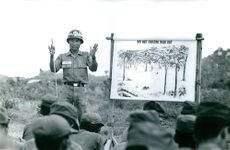 Vietnamese officer explaining to his unit.