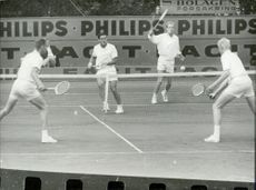 Australia won three straight sets in doubles against Sweden.