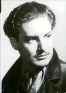 A portrait photograph in black and white on British actor Robert Donat.
