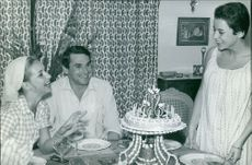 Robert Hossein enjoying with friends, celebrating cake cutting.