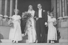 "Johan Jonatan ""Jussi"" Björling at the facade of a church with his newly wed wife."