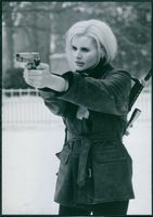 """Geena Davis as Samantha Caine/Charlene Elizabeth """"Charly"""" Baltimore in the film The Long Kiss Goodnight, 1996."""