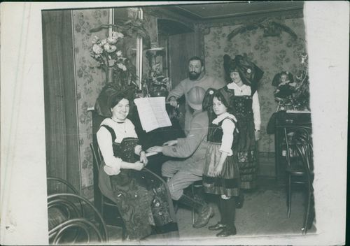 French soldiers celebrating the eve in an Alsatian family.