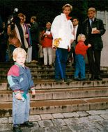 Parliamentary elections in 1994. Prime Minister Carl Bildt with family vote