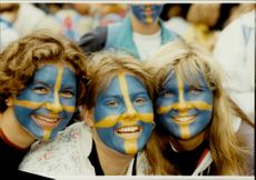 Stefan Edberg fans painted with the Swedish flag in the face of Wimbledon 91