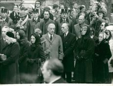 People mourn Maurice Chevalier at his funeral